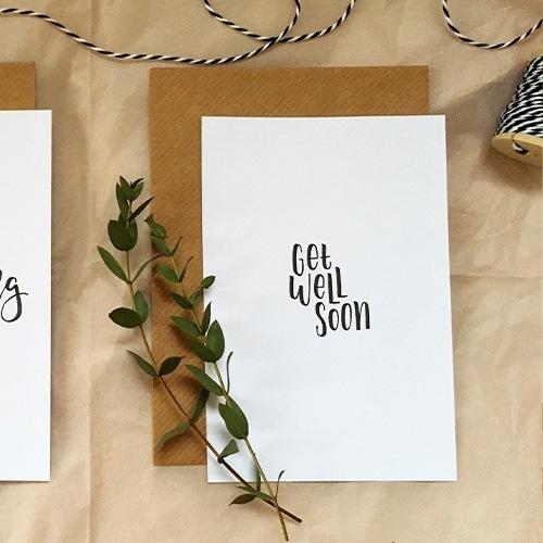 """Schlichte Postkarte mit Lettering """"Get well soon"""""""